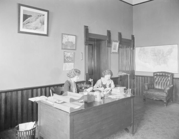 University of Wyoming, American Heritage Center, Ludwig & Svenson Studio Photographs, Accession Number 167, Box 5, Negative Number 10398.